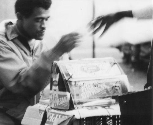 Cigarette seller