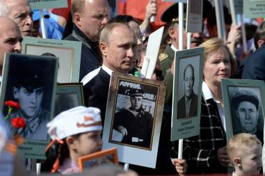 pc-150509-immortal-regiment-jsw-02-putin_4dd6a50cf7f3448b58856367221051d8-nbcnews-ux-2880-1000
